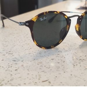 Authentic Ray Ban RB2447-F